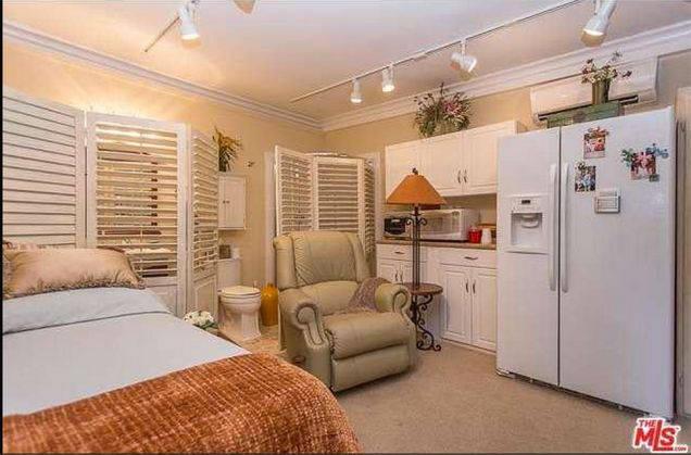 jm-allcreated-dolly-parton-bedroom-house-decor-5