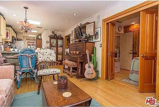 jm-allcreated-dolly-parton-bedroom-house-decor-3