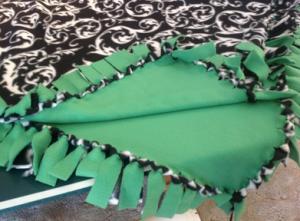 jm-allcreated-no-sew-fleece-blankets-DIY-instructions-1