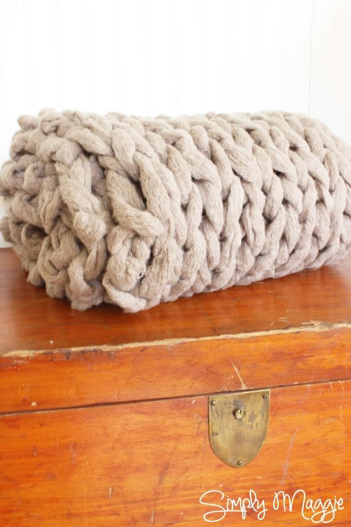jm-allcreated-knit-blanket-on-arm-video-tutorial-3