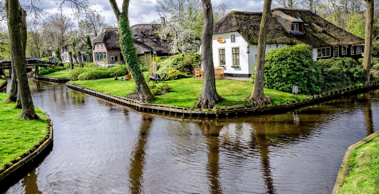 jm-allcreated-town-holland-streets-water-1