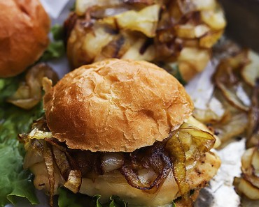 french onion sliders - AllCreated