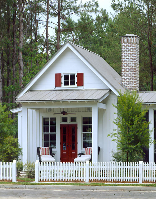 12 Surprising Granny Pod Ideas for the Backyard_Granny Pod Red Door_allcreated