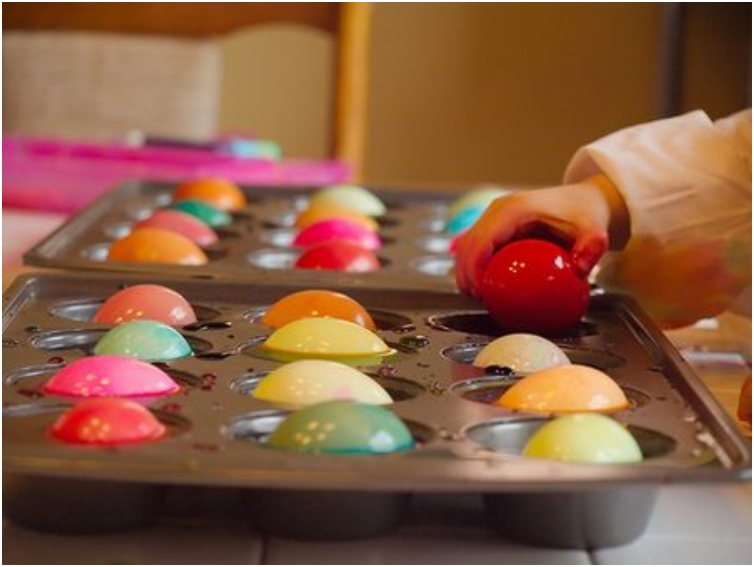 13 Brilliant Ways to Repurpose Your Ordinary Muffin Tin _ Easter egg painting tray _ all created